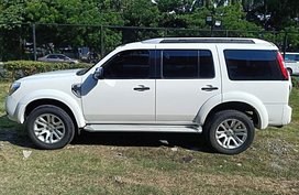 White Ford Everest 2013 at 53000 km for sale