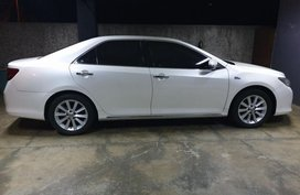 Selling Pearlwhite Toyota Camry 2012 in Quezon City
