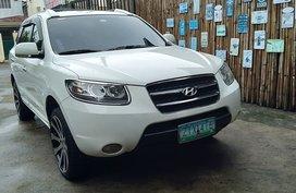 Sell White 2009 Hyundai Santa Fe Diesel Automatic in Antipolo