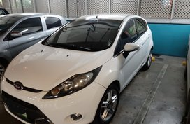 Selling White Ford Fiesta 2011 Hatchback at 70000 km