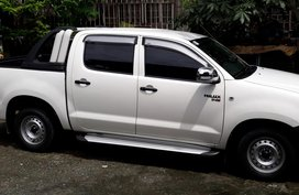 White Toyota Hilux 2010 for sale in Pasig