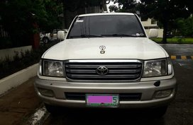 Sell White 2005 Toyota Land Cruiser Automatic Gasoline in Metro Manila