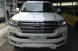 Selling White Toyota Land Cruiser 2016 in Quezon City