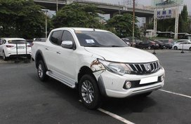 Selling White Mitsubishi Strada 2018 Automatic Diesel