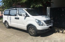 Selling White Hyundai Grand Starex 2015 Manual Diesel