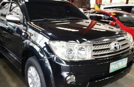 Selling Black Toyota Fortuner 2008 in Manila