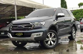 Selling Grey Ford Everest 2016 Automatic Gasoline at 31000 km