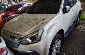 Sell White 2018 Isuzu Mu-X at 9000 km
