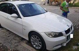 White Bmw 320I 2009 at 70000 km for sale