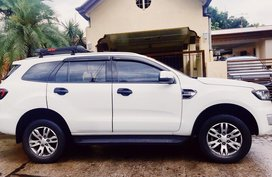 White Ford Everest 2016 Automatic Diesel for sale