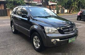 Black Kia Sorento 2004 at 90000 km for sale