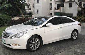 Sell White 2011 Hyundai Sonata at 30000 km