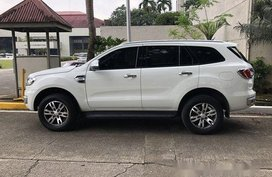 White Ford Everest 2016 at 28000 km for sale