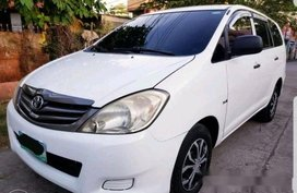 Selling White Toyota Innova 2012 Manual Diesel at 70000 km