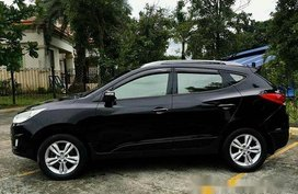 Black Hyundai Tucson 2012 at 50000 km for sale