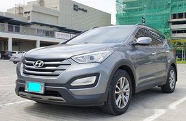 Grey Hyundai Santa Fe 2013 at 50000 km for sale