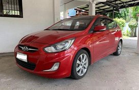 Red Hyundai Accent 2014 at 84000 km for sale