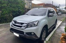 White Isuzu Mu-X 2015 Automatic Diesel for sale