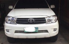 Selling White Toyota Fortuner 2009 Automatic Gasoline