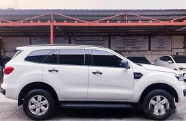 White Ford Everest 2016 at 27436 km for sale