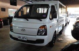 Sell White 2015 Hyundai H-100 Manual Diesel in Makati