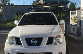 Selling White Nissan Frontier Navara 2011 Manual Diesel at 77182 km