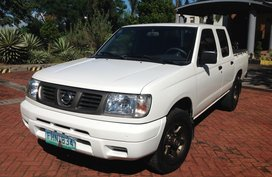 Selling White Nissan Frontier 2013 Truck in Lucena