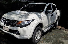 Selling White Mitsubishi Strada 2015 Manual Diesel