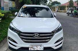 White Hyundai Tucson 2018 at 20000 km for sale