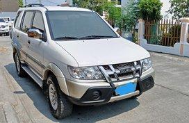 White Isuzu Crosswind 2010 for sale in Bulacan