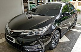 Black 2017 Toyota Corolla Altis at 25000 km for sale