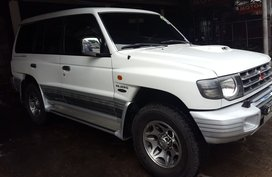 White Mitsubishi Pajero 2000 at 141000 km for sale