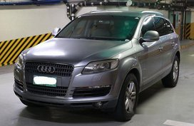 Selling Grey Audi Q7 2007 at 80000 km