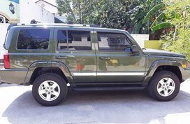 Green Jeep Commander 2008 at 109000 km for sale