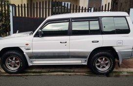 Selling White Mitsubishi Pajero 2004 at 140000 km