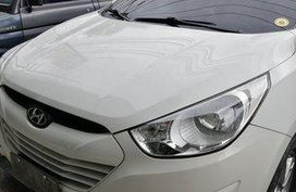 White Hyundai Tucson 2011 Automatic Gasoline for sale
