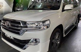 Selling White Toyota Land Cruiser 2019 Automatic Diesel