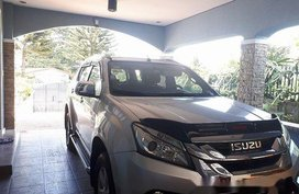Selling Silver Isuzu Mu-X 2015 at 100000 km