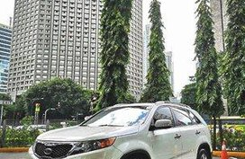 Sell White 2010 Kia Sorento Automatic Gasoline at 43926 km
