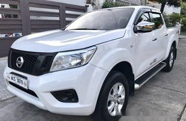 White Nissan Navara 2016 at 35000 km for sale