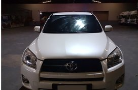 Selling White Toyota Rav4 2.4L 4x4 2010 in Antipolo