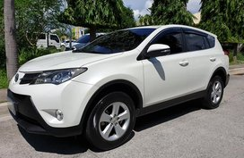 Selling White Toyota Rav4 2013 Active Automatic Casa Maintained