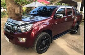 Red Isuzu D-Max 2014 Truck at 43000 km for sale