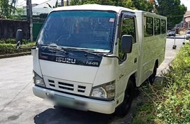 Selling Isuzu Nhr 2011 in Quezon City
