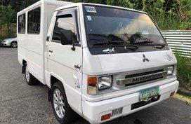 White Mitsubishi L300 2011 Van at 78000 km for sale