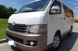 White 2011 Toyota Hiace Super Grandia AT in Quezon City