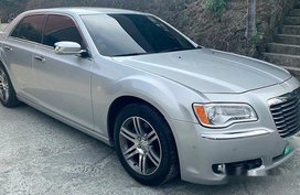 Selling Chrysler 300c 2013 in Pasig