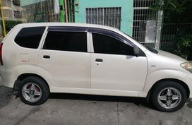 White Toyota Avanza 2011 at 80000 km for sale