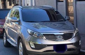 Selling Black Kia Sportage 2012 at 56000 km