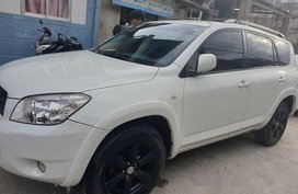 Selling White Toyota Rav4 2006 Automatic Gasoline